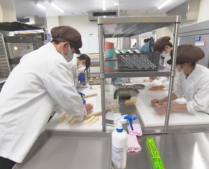 西日本豪雨で被災 支援学校生がパン販売会復活