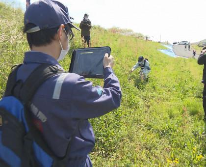 梅雨時期を前に小田川の堤防を点検