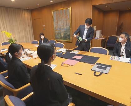 「デニムの日」 岡山県庁でPR 井原高校生も学習成果を知事に報告