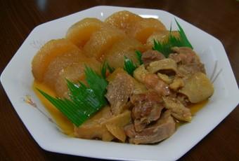 カツ子おばあちゃんのダイコンと鶏肉の煮物