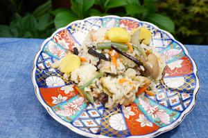「美和子おばあちゃんの山菜おこわ」
